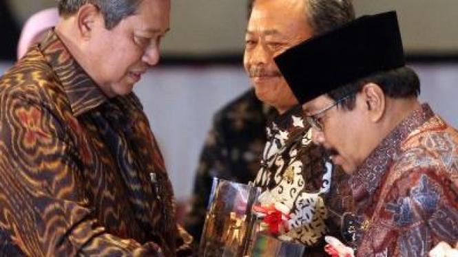 Presiden SBY beri penghargaan pada Gubernur Soekarwo