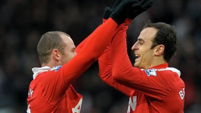 Wayne Rooney (Kiri) Rayakan Gol Dimitar Berbatov