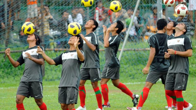 Timnas sepakbola Indonesia berlatih jelang final leg dua Piala AFF 2010