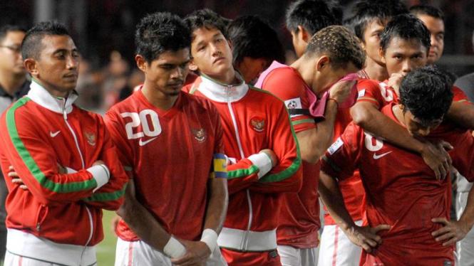 Ekspresi kekecewaan timnas Indonesia usai dikalahkan Malaysia.