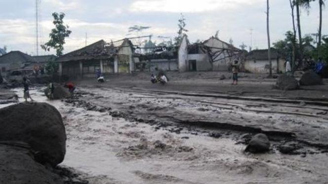 Banjir lahar dingin di Kali Putih (Fajar Sodiq | Solo)