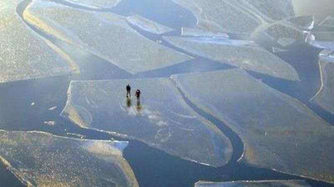 Sepasang pemain ski terdampar di laut es Swedia