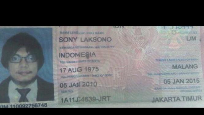 Paspor Gayus Tambunan atas nama Sony Laksono