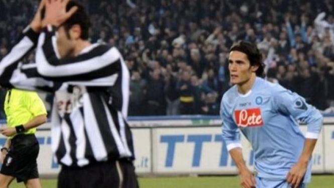 Edinson Cavani usai membobol gawang Juventus