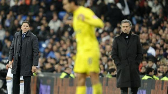pelatih Juan Carlos Garrido dan Jose Mourinho