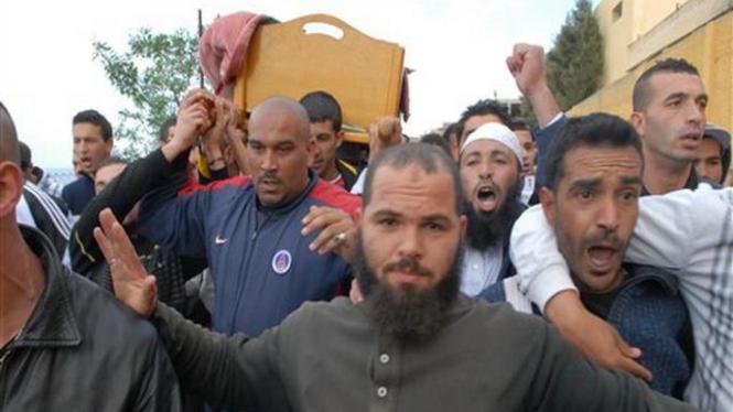 Reaksi penduduk saat kerusuhan di Aljir, Aljazair