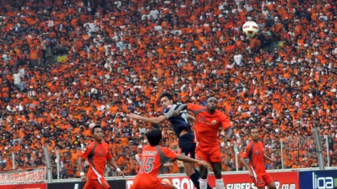 Persija Jakarta melawan Arema Indonesia