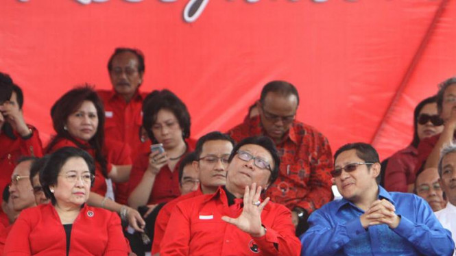 Ketum PDIP Megawati Soekarno Putri (kiri) dan Ketum Partai Demokrat (kanan)