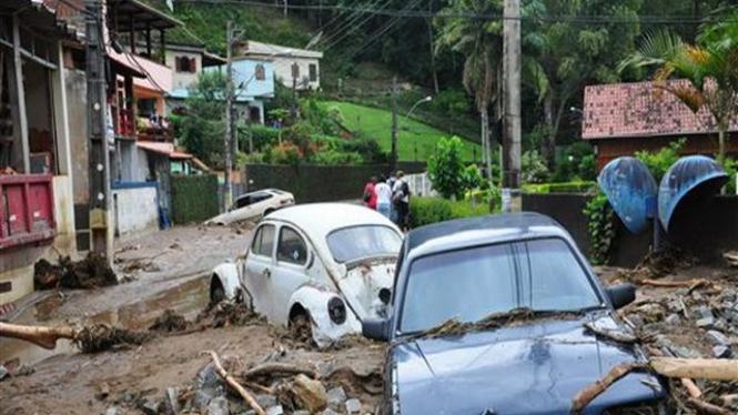 Banjir di suatu desa di negara bagian Rio de Janeiro, Brazil