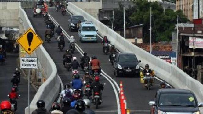 Jembatan Kalibata, Jakarta, yang baru mulai dioperasikan
