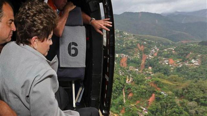 Presiden Brazil, Dilma Rousseff, meninjau wilayah banjir