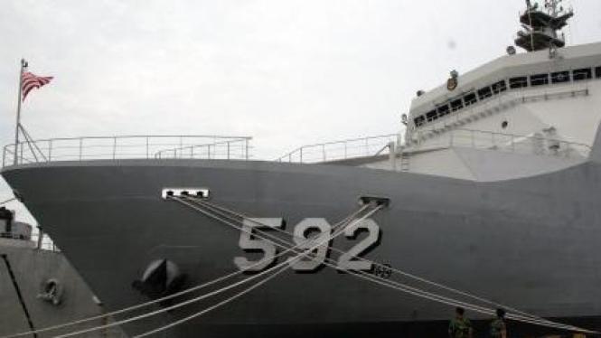 Kapal Perang KRI Banjarmasin - 592, buatan PT PAL Indonesia
