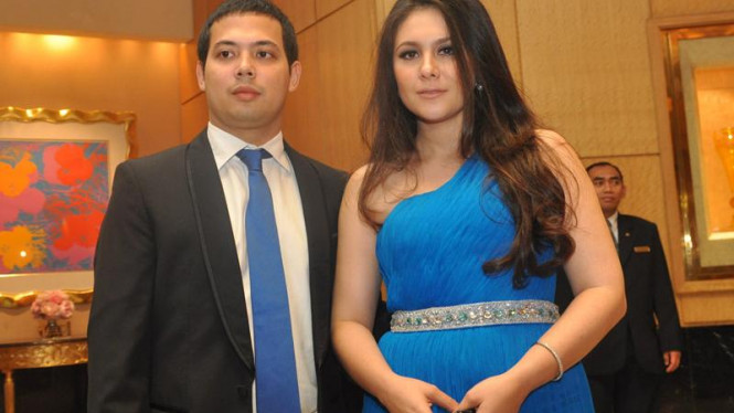 Wulan Guritno dan suaminya Adilla Dimitri