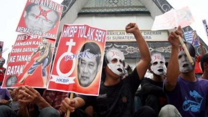 Demonstrasi tolak gelar Raja Batak untuk SBY