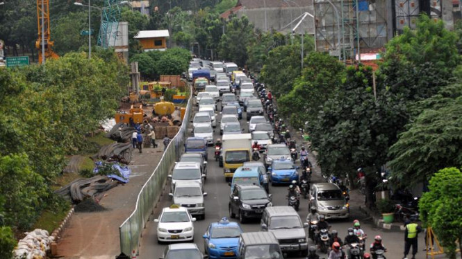 Kemacetan akibat proyek jalan layang non tol Casablanca