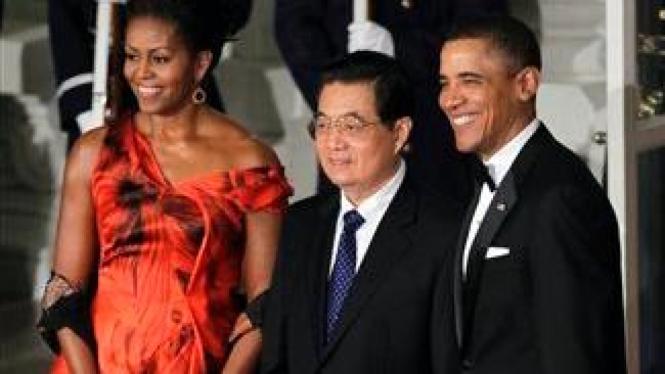 Presiden Hu Jintao disambut tuan rumah, Presiden Barack Obama dan istri