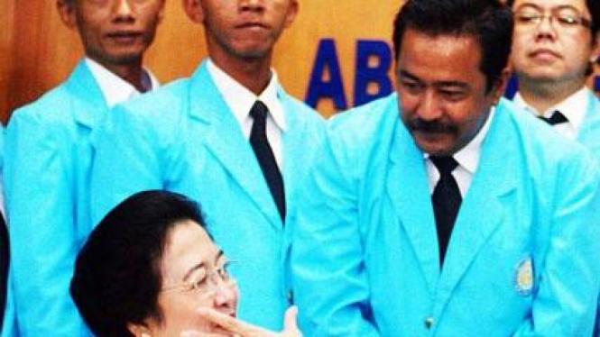 Megawati Soekarnoputri saat berbicara dengan Rano Karno beberapa waktu lampau.