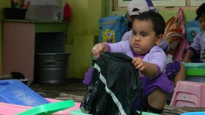 Anak TK Nyuci Baju