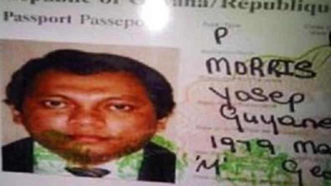 Paspor Guyana dengan foto Gayus Tambunan