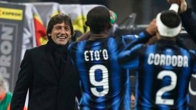 Leonardo (kiri) dan pemain Inter Milan