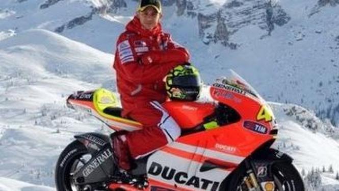 Valentino Rossi dengan seragam Ducati