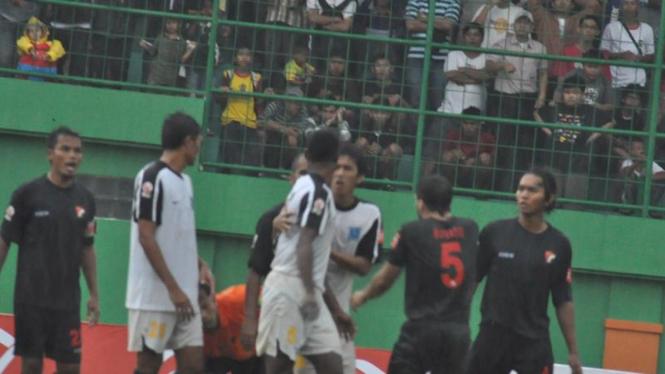 Bek Semarang United Pukul Wasit LPI