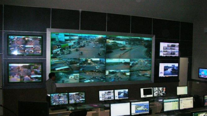 Ruang kontrol (RTMC) Polda Jawa Timur