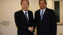 https://thumb.viva.co.id/media/frontend/thumbs3/2011/01/28/104125_presiden-sby-bersama-sekjen-pbb--ban-ki-moon_213_120.jpg