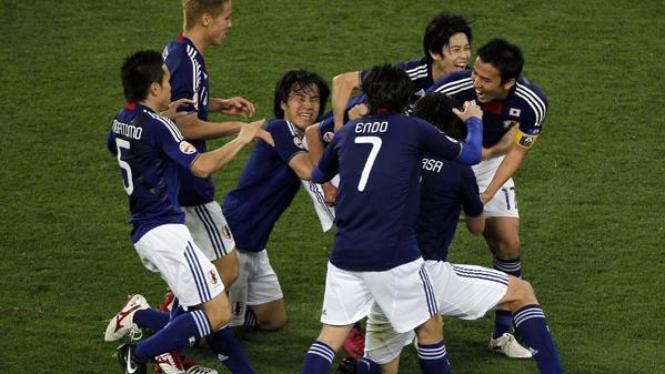 Pemain Jepang merayakan kemenangan atas Australia