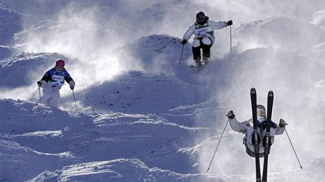 Ilustrasi olahraga ski