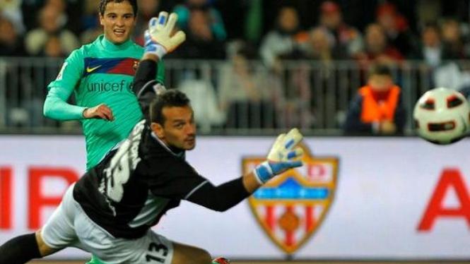 Ibrahim Afellay mencetak gol ke gawang Almeria