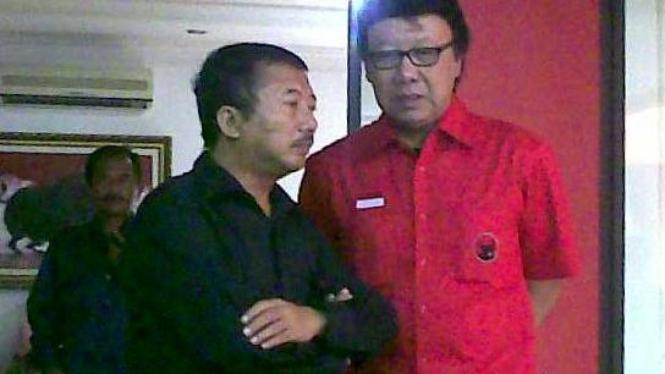 Bambang DH berbincang dengan Tjahjo Kumolo (baju merah)