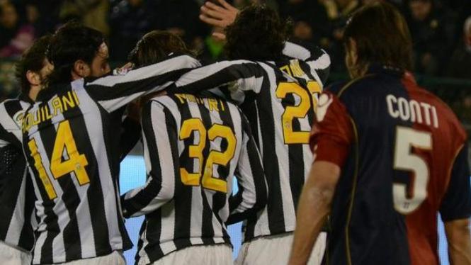 Pemain Juventus rayakan gol Alessandro Matri