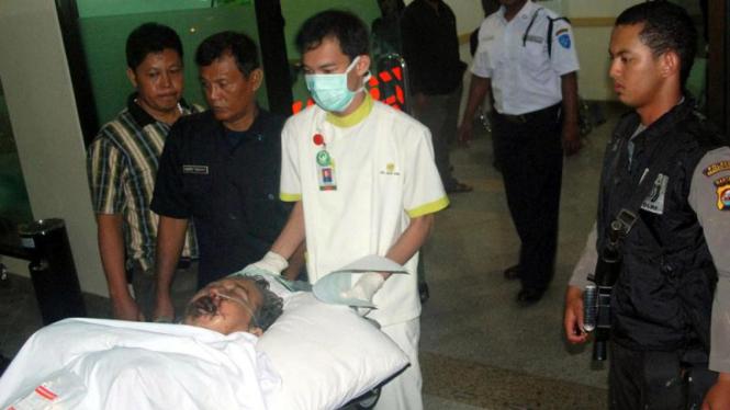 Seorang Jamaah Ahmadiyah yang mengalami luka berat setelah bentrok dengan warga