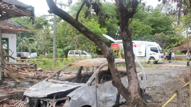 Mobil jamaah Ahmadiyah dibakar massa