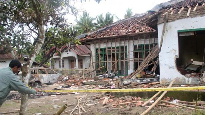 Rumah Suparman anggota Jemaah Ahmadiyah yang dirusak warga