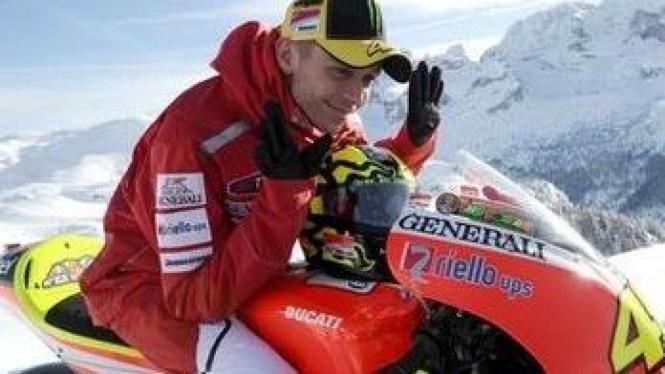 Valentino Rossi di atas GP11