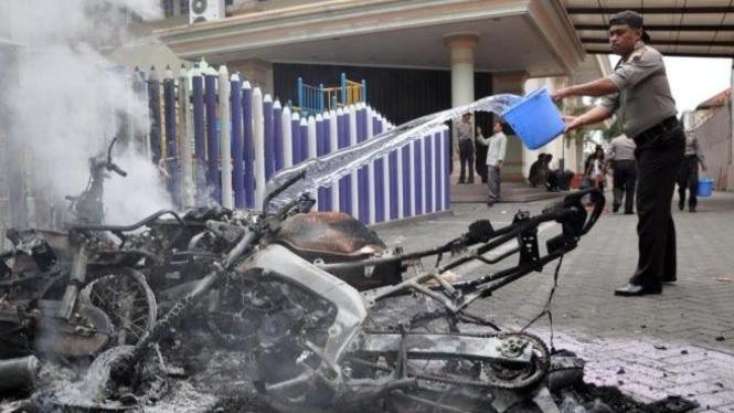 Sepeda motor dibakar di depan Gereja Pantekosta Temanggung