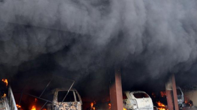 Kendaraan dibakar di depan Gereja Pantekosta Temanggung