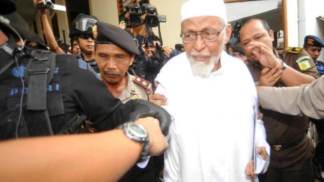 Abu Bakar Ba'asyir Menjalani Sidang