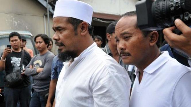 Sihabudin (berpeci), salah satu tersangka kerusuhan Temanggung