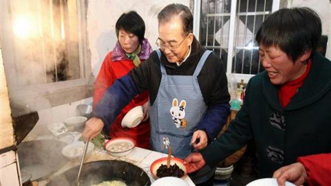 PM China, Wen Jiabao, memasak untuk warga di Provinsi Anhui