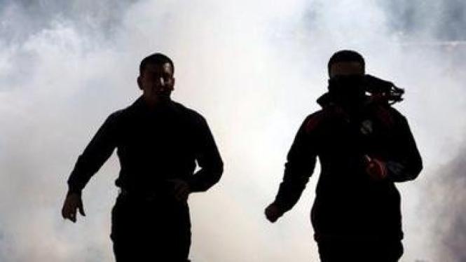 Demonstran Bahrain menghindar dari gas air mata