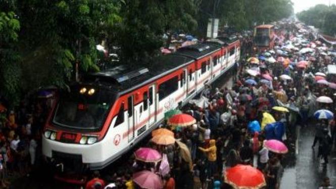 Railbus dan bus tingkat di Kota Solo