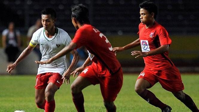 Yongki Aribowo (kiri) saat melawan Pelita Jaya