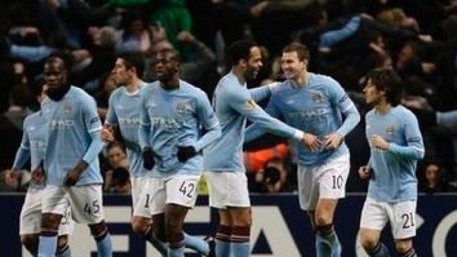 Pemain Manchester City merayakan gol Edin Dzeko
