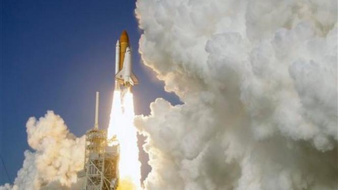 Peluncuran misi terakhir pesawat ulang-alik Discovery