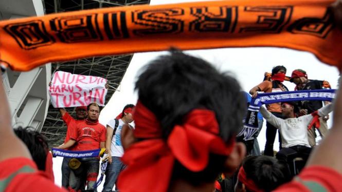 Demonstrasi menuntut mundur Nurdin Halid di kantor PSSI, Jakarta