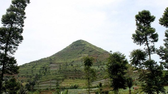 Gunung Sadahurip, Garut.