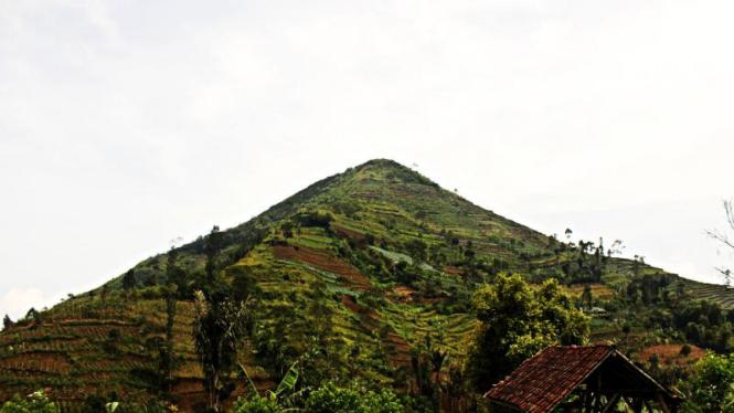Gunung Sadahurip, Pengatikan Kabupaten Garut
